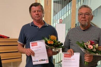 Ehre, wem Ehre gebührt. Auch Bürgermeisterin Marion Dick gratulierte Reiner Dittes vom Kleintierzuchtverein (Mitte) und Jürgen Bär vom Heimatverein zur Auszeichnung mit dem Bürgerpreis.