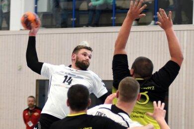 Die Fortschritt-Handballer um Philipp Rogler empfangen als Vierter den Tabellenführer der Bezirksliga.