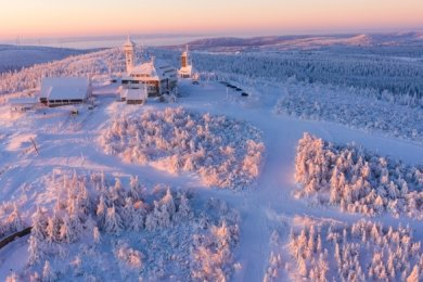 Das Erzgebirge präsentiert sich in dieser Saison mit einer beeindruckenden Winterlandschaft - profitieren davon können die heimischen Tourismusunternehmen allerdings nicht.