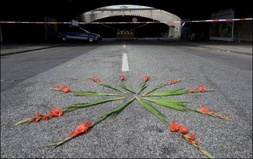 Trauer, Entsetzen und Vorwürfe gegen die Veranstalter: Nach der Katastrophe mit 19 Toten bei der Loveparade in Duisburg äußern sich Spitzenpolitiker bestürzt.