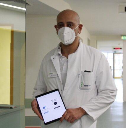 Oberarzt Ayoub Amara hatte die Idee, per Skype den Patienten die einsamen Stunden wenigstens ein bisschen zu erleichtern.