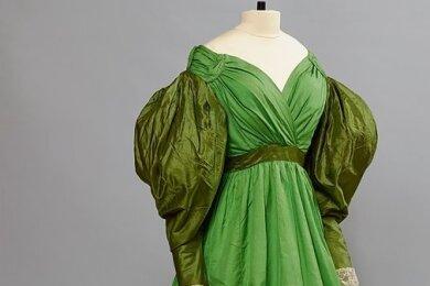 Mode auf Schloss Rochsburg: Ein historisches, englisches Gesellschaftskleid ...