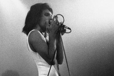 Im Fummel: Freddie Mercury als Frontmann von Queen in den 70er-Jahren.
