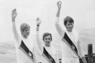 Olympiasieg in München-Oberschleißheim: Wolfgang Gunkel, Klaus-Dieter Neubert und Jörg Lucke (v. l.) gewinnen Gold für die DDR-Mannschaft, die 1972 in allen Bootsklassen mit Medaillen heimkehren konnte.