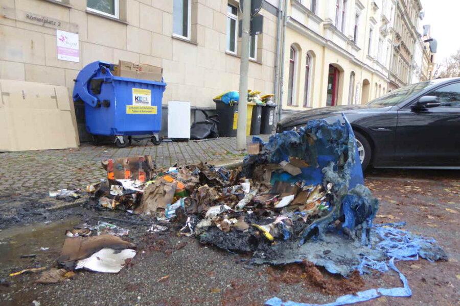 Sieben Mülltonnen angezündet - Tatverdächtiger festgenommen