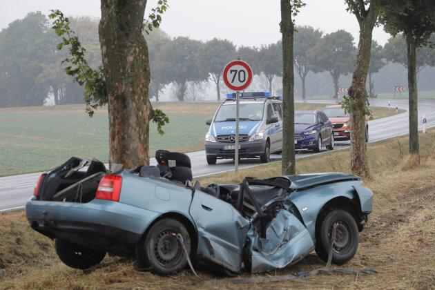Oberschöna: Audifahrerin kommt bei Unfall ums Leben - Kind schwer verletzt