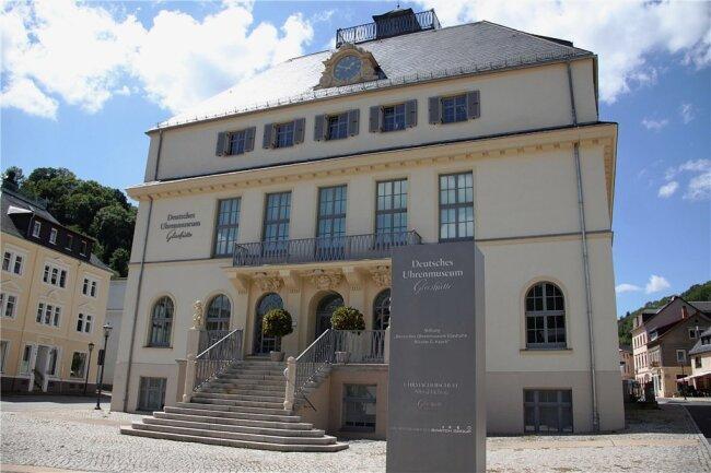 Im Jahr 2008 öffnete das Deutsche Uhrenmuseum Glashütte in der zentral gelegenen, ehemaligen Uhrmacherschule.