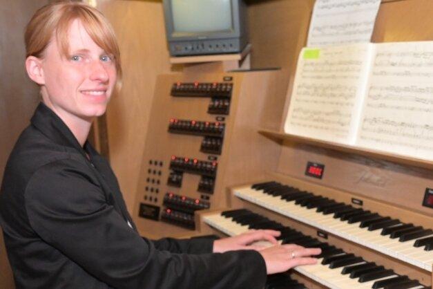 An der Jehmlich-Orgel hat Christina Kothen musiziert.