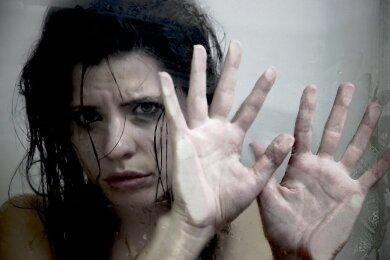 Die meisten Frauen, die verprügelt oder vergewaltigt wurden, zeigen ihre Peiniger nicht an.