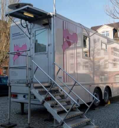 Bis zum 9. Dezember steht das Mammobil auf dem Rochlitzer Marktplatz, danach macht es in Mittweida Station.
