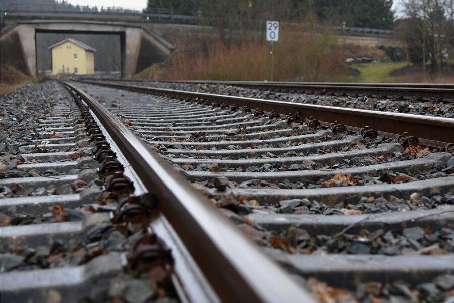 Lange auf der Agenda, aber nach wie vor ohne konkrete Umsetzungstermin: Die Elektrifizierung der Bahnstrecke Plauen-Eger.