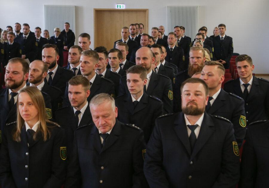 Absolventen der Chemnitzer Polizeifachschule starten in den Berufsalltag
