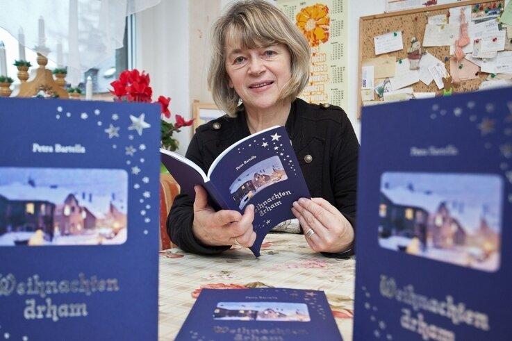 """<p class=""""artikelinhalt"""">Petra Bartella aus Zschorlau hat ein neues Buch herausgebracht. Es trägt den Titel """"Weihnachten drham"""". </p>"""