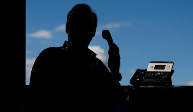 Die Polizei warnt vor falschen Polizisten, die seit Donnerstagmittag in mehreren Haushalten in Werdau angerufen haben.
