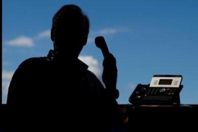 Ein Anrufer hat sich bei einer Brand-Erbisdorferin als Obergerichtsvollzieher ausgegeben und wollte 600 Euro auf ein ausländisches Konto überwiesen haben.