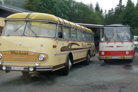 Alte Busse  rollen durch Schönheide