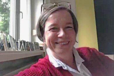 """Almut Patt im Videointerview mit der """"Freien Presse"""". In dem 35-minütigen Gespräch äußert sie sich unter anderem zu Überlegungen für eine Waffenverbotszone im Zentrum, einem weiteren Bürgermeisterposten und über ihre Wahrnehmung als Chemnitzerin mit Wurzeln im Rheinland."""