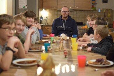 Weihnachtsessen für die Kinder in Erlbach: Es gibt Gans, Rotkohl und Klöße