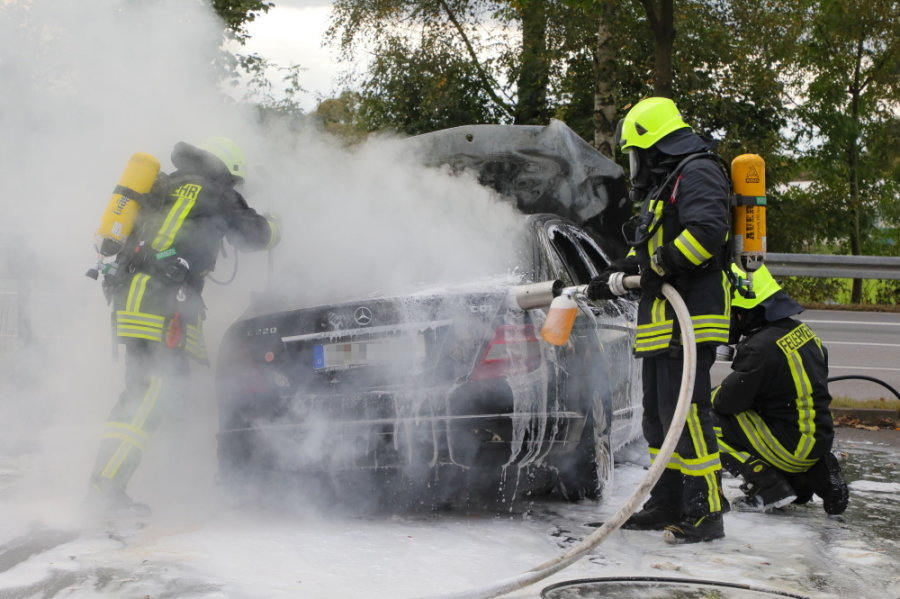 Wolkenstein: Mercedes fängt während Fahrt an zu brennen