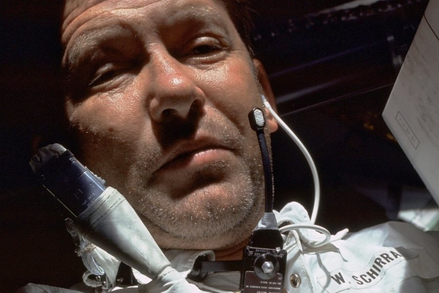 Komm doch hoch und zieh mir den Helm an! Mit schnoddrigem Kommentar setzte sich Walter Schirra beim Landeanflug zur Erde über die Helm-Pflicht-Order von der Bodenstation hinweg.