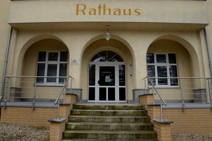 Vor fünf Jahren wurde die Treppe umgebaut - die Schaffung von Barrierefreiheit sei dabei mit vertretbarem Aufwand nicht zu machen gewesen, meint zumindest die Auerbacher Wohnbau GmbH.