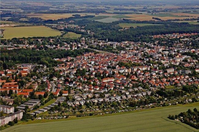 """Gut zu sehen: Die Kleingartenanlage """"Sonnige Höhe"""" erstreckt sich von den Westring-Blöcken (links) bis zum Wichernweg (rechts)."""