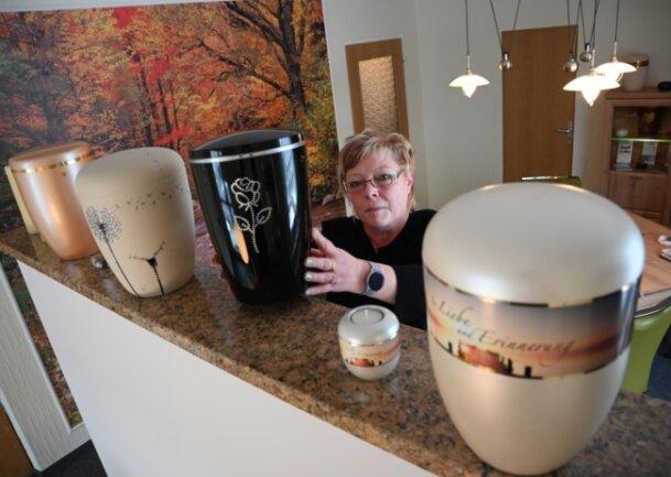 Ute Franke-Pietsch arbeitet seit 22 Jahren im Bestattungsgewerbe.
