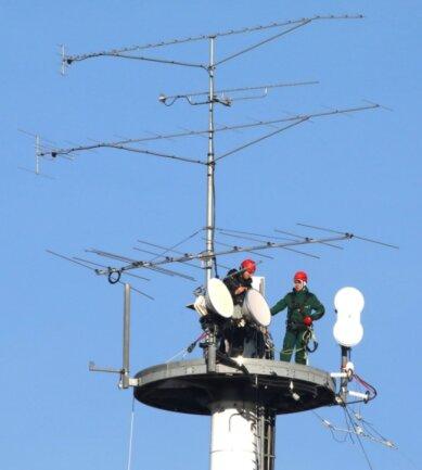 Arbeit mit Auszubildenden in 40 Metern Höhe auf der Anlage der Mugler AG auf dem Pfaffenberg. Fotos: Andreas Kretschel (2)
