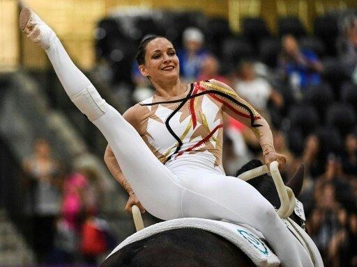Kristina Boe gewinnt die Goldmedaille im Voltigieren
