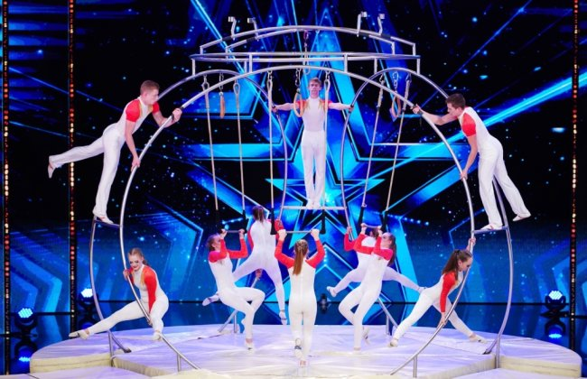 """Die zehn Hobby-Akrobaten des Sportensembles Chemnitz konnten mit ihrer Vorführung am selbst entworfenen Ringtrapez die Jury der RTL-Show """"Das Supertalent"""" nicht ganz überzeugen, dennoch schafften sie es in die nächste Runde. Wie es dort lief, gibt es heute Abend zu sehen."""