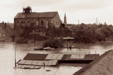 Der Neue Wasserhaltungsschacht in Bockwa stand im Juli 1954 während des Hochwassers der Zwickauer Mulde selbst unter Wasser.