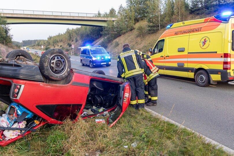 Opel überschlägt sich an der Eicher Spange