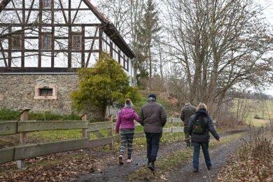Einer der bei Spaziergängern beliebten Wege, die bislang nicht in den amtlichen Verzeichnissen als öffentlich verzeichnet sind, führt von Rabenstein zum Galgenberg.