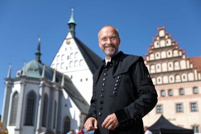 Oberberghauptmann Bernhard Cramer, oberster Bergmann im Freistaat Sachsen, steht auf dem Untermarkt von Freiberg. Cramer leitet das Sächsische Oberbergamt.