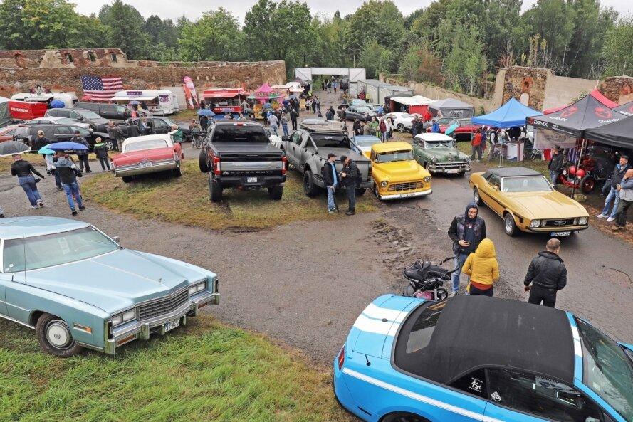 Das Volksgut Zug bot am Wochenende zum vierten Mal die Kulisse für das US-Car-Meeting. Teilnehmer und Besucher ließen sich vom Wetter nicht abschrecken.