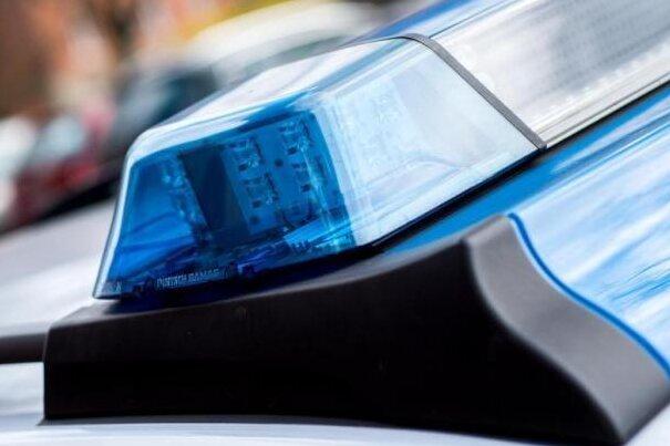 Audi prallt gegen Telefonmast