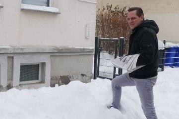 Zeitungsausträger Jens Rascher muss auch bei viel Schnee und Eiseskälte raus.