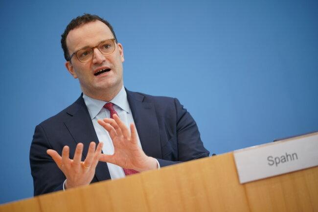 Jens Spahn (CDU), Bundesminister für Gesundheit, spricht bei seiner Pressekonferenz zum Impfstart in Hausarztpraxen.