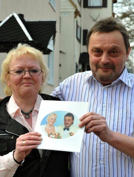 Petra und Siegmar Ryschawy heirateten am 9.9.99 in Frauenstein. Beide sind heute noch verheiratet und wie sie selbst sagen - glücklich miteinander.
