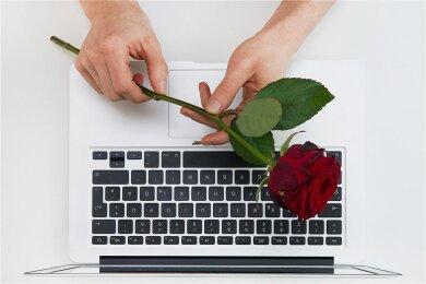 Online-Dating hat die klassische Partnersuche per Zeitungsannonce beinahe ersetzt.