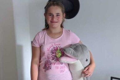 Nora Vanis ist geistig behindert. Ihre Familie setzt die Hoffnung auf eine Therapie mit Delfinen.