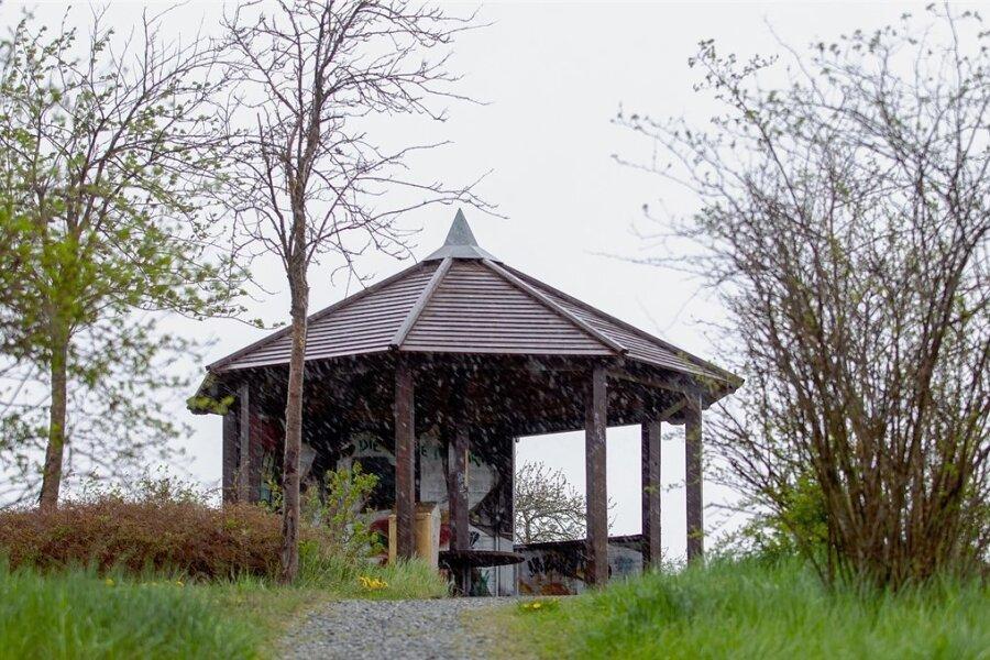 Der Pavillon auf dem Taubenhübel soll sich zu einem beliebten Treffpunkt rechtsorientierter Jugendlicher entwickelt haben.