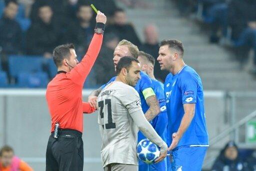 Niederlage gegen Donezk: Szalai bekommt Gelb-Rot