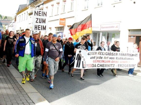 Am Sonntag waren in Zschopau etwa 200 Menschen dem Aufruf von Pegida Chemnitz-Erzgebirge gefolgt. In Chemnitz kamen nicht einmal halb so viele Anhänger.