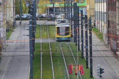 Etwa ein Achtel aller Straßenbahngleise der Stadt ist mittlerweile begrünt. Der mit rund 1,3 Kilometern längste Abschnitt befindet sich auf der Strecke in Richtung Technische Universität.