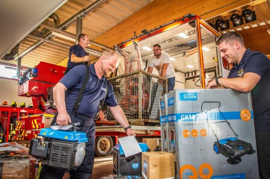 Feuerwehr fährt Spenden in Flutgebiete