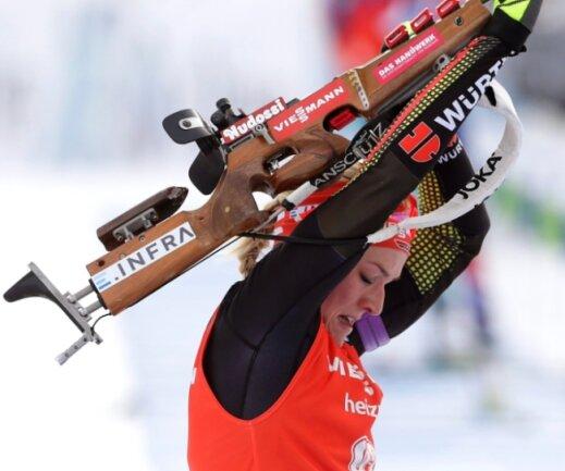 Denise Herrmann beim Weltcupeinstand: Das Gewehrschultern klappt bei der Bundeswehrsoldatin, die aus Bockau stammt, schon gut.