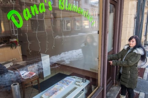 Dana Baumgarten hat ihr Blumenstübl an der Auer Bahnhofstraße für immer geschlossen. In der Corona-Krise blieben Kunden und damit Einnahmen aus. Nun schlägt die Lößnitzerin ein ganz neues Kapitel auf.