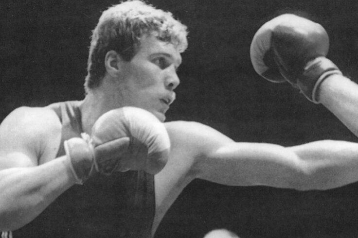 In Aktion: Ulli Kaden bei einem Turnier 1985. Während seiner Karriere bezwang der Sportler der einstigen BSG Motor Schwarzenberg bei einem Kampf in Bangkok sogar Weltmeister Lennox Lewis und behielt auch gegen Ausnahmeathlet Teofilo Stevenson (1952-2012) zweimal die Oberhand. Der Kubaner war dreifacher Olympiasieger und Weltmeister.