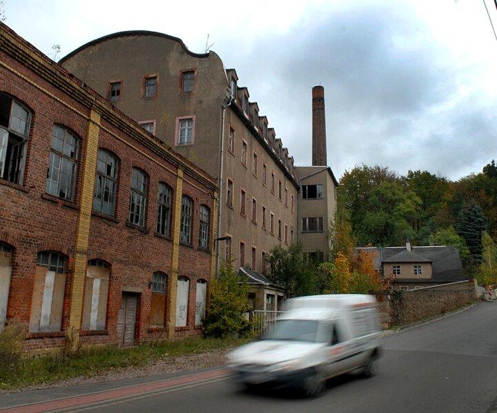 Wenn die alte Wattefabrik an der Weinsdorfer Straße der Stadt Mittweida gehört, soll sie weggerissen werden. Entstehen soll dort dann eine Grünfläche.